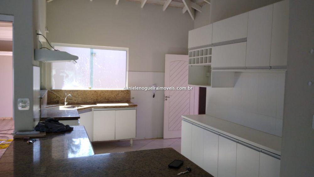 Casa Martin de Sá  3 dormitorios 1 banheiros 6 vagas na garagem